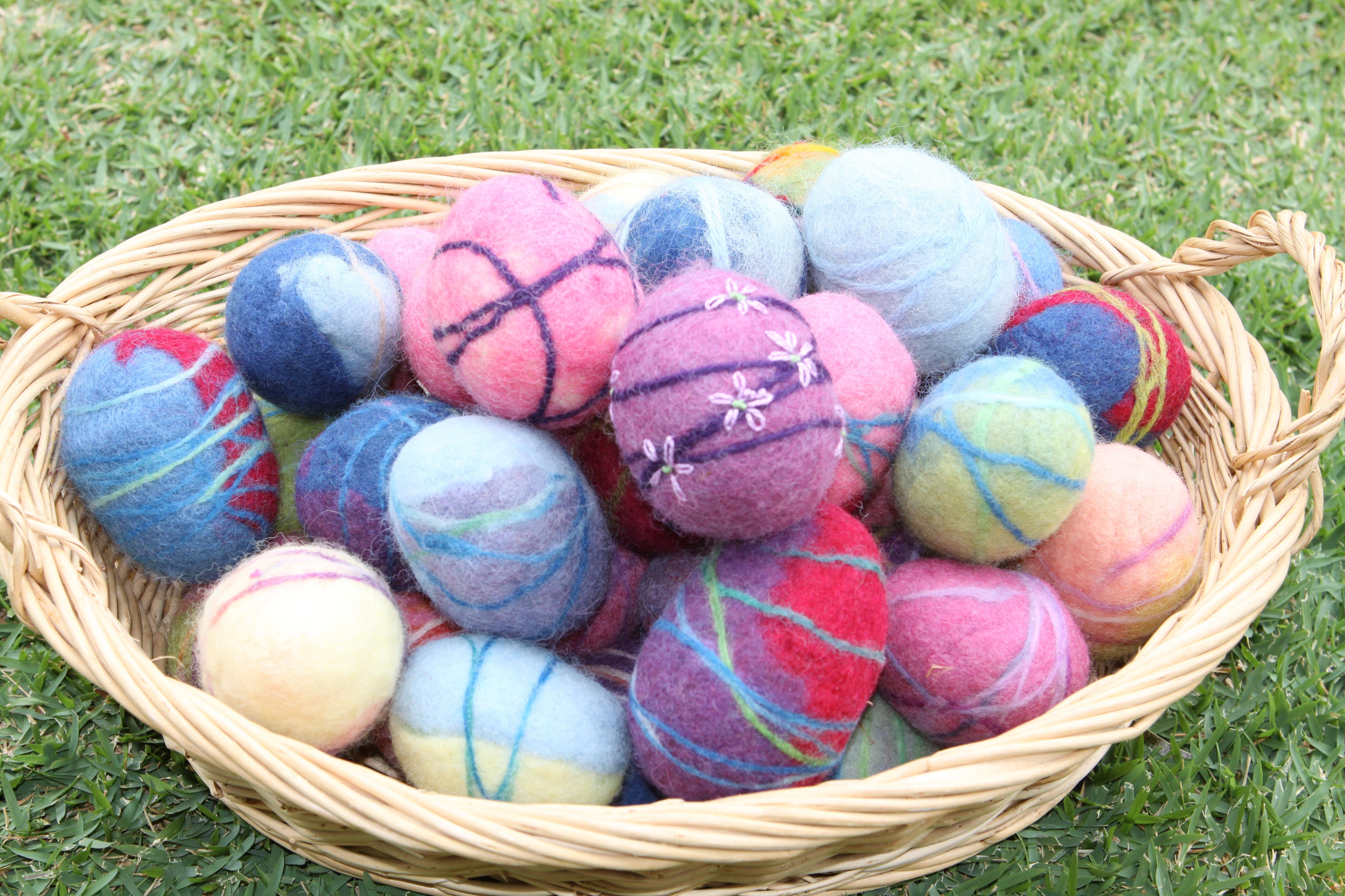 Tutorial how to make wet felted easter eggs waldorf inspired img8290 baditri Images