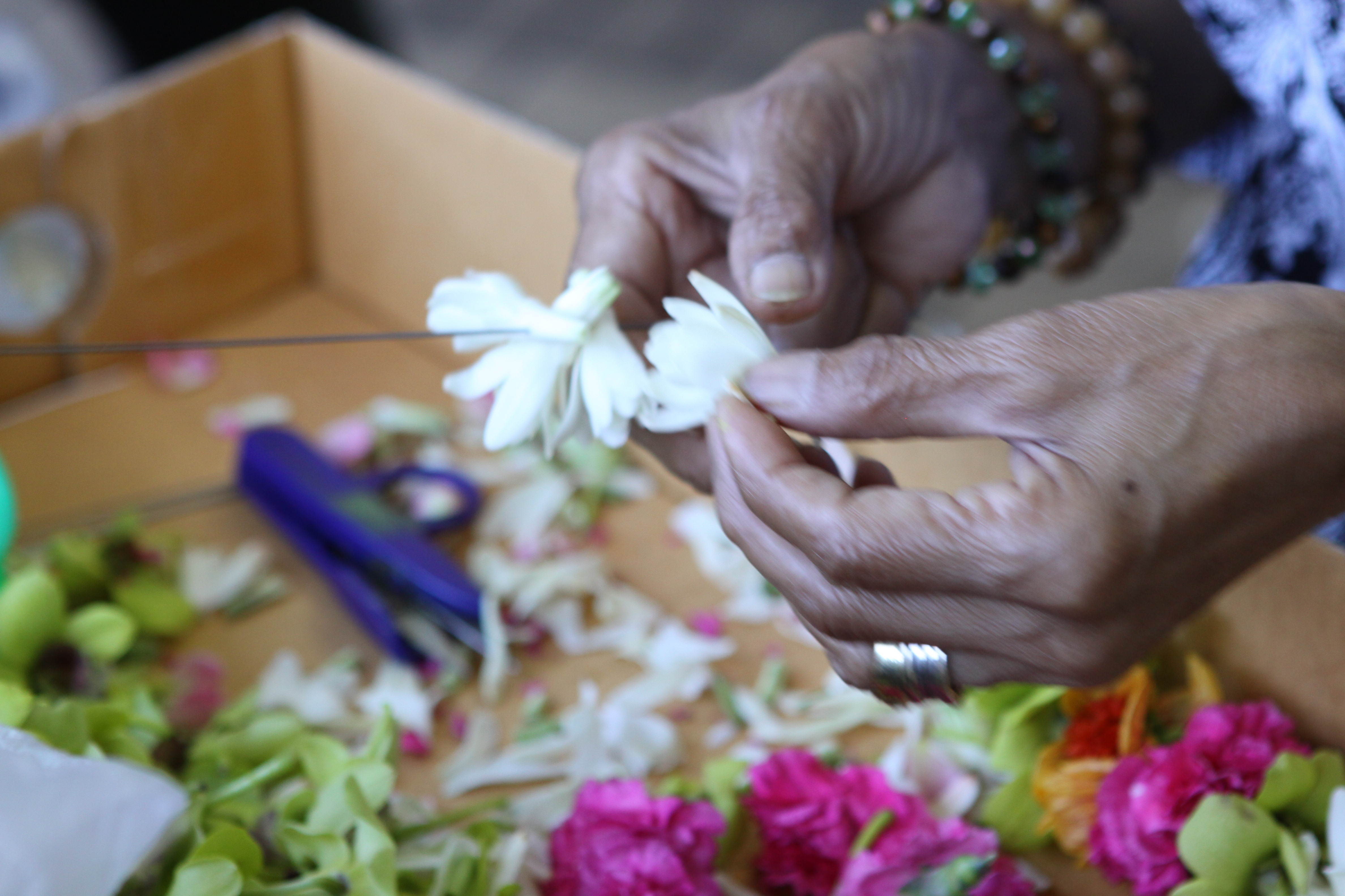 Hawaiian Professional Lei Makers Like These Las Use 8 Inch Long Making Needles And Doubled Lightweight Cotton String
